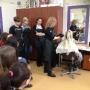 Uczyli się, jak sprawić, aby włosy lśniły pięknym blaskiem